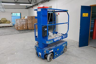 upright400